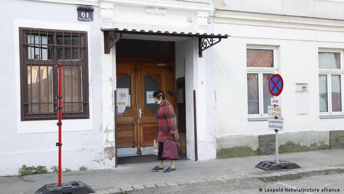 Entrada da mesquita Tehwid, em bairro vienense