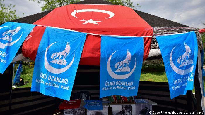 Frankreich will türkische ultranationalistische Gruppe Graue Wölfe auflösen