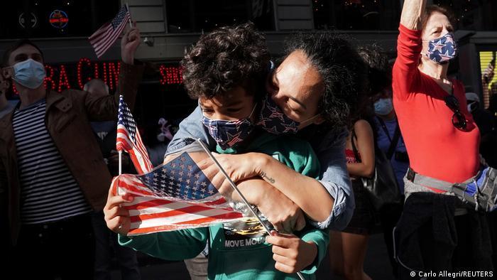US-Wahl 2020 | Unterstützer von Joe Biden feiern (Carlo Allegri/REUTERS)