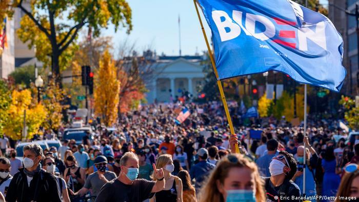 USA I Menschen feiern den Wahlausgang in Washington (Eric Baradat/AFP/Getty Images)