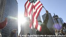 USA Chicago   Menschen feiern den Wahlsieg von Joe Biden