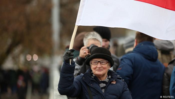 Нина Багинская с флагом
