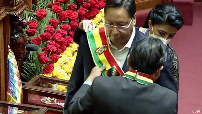 Luis Arce toma posse na Bolívia