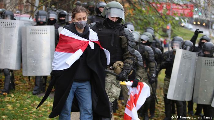 Police arrest protesters in Minsk during a November 2020 protest