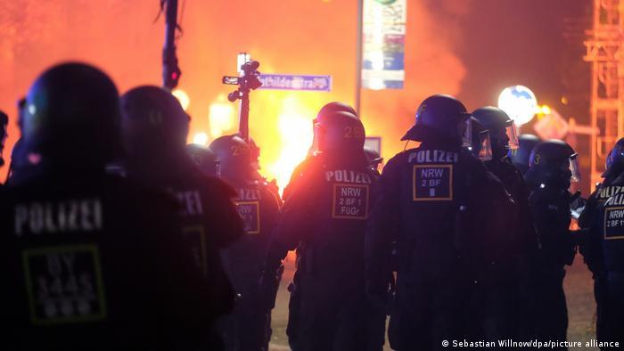 Deutschland Ausschreitungen in Leipzig (Sebastian Willnow/dpa/picture alliance)