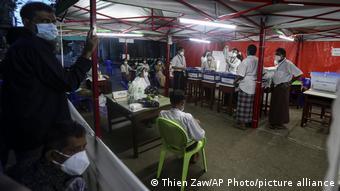 Potret pemilihan umum di Yangon, Myanmar