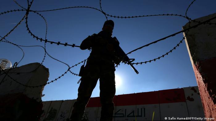Irak Nineveh Militärbasis | Soldat irakische Armee