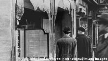 Vitrines de loja de proprietário judeu quebradas em Berlim na Noite dos Cristais
