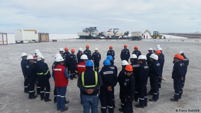 A group of Bolivian students receiving instructions during training at the Uyuni lithium project