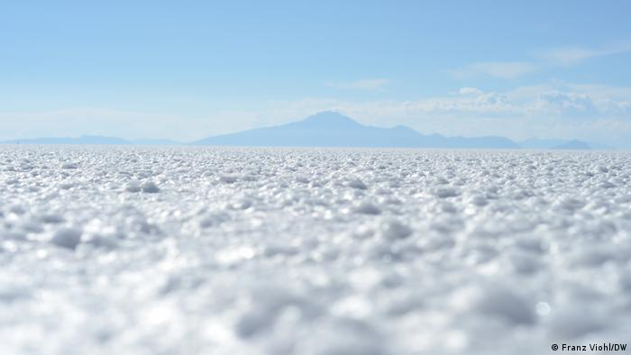 A picture of the Uyuni salt flat in Bolivia covered with gleaming white lithium