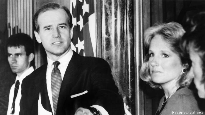 بایدن و همسرش در سپتامبر سال ۱۹۸۷: اعلام انصراف از نامزدی برای انتخابات ریاست جمهوری سال ۱۹۸۸