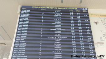 Табло с расписанием международных автобусных маршрутов
