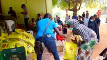 Juli 2020 Solidarity campaign helps displaced people in northern Mozambique. Displaced people receive donations in Pemba, the capital of Cabo Delgado. The Mozambican North is experiencing a humanitarian crisis due to armed attacks in the region.