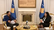 DW Interview mit dem amtierenden Präsidenten des Kosovo Vjosa Osmani