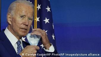 Лидщирующий на президентских выборах в США демократ Джо Байден