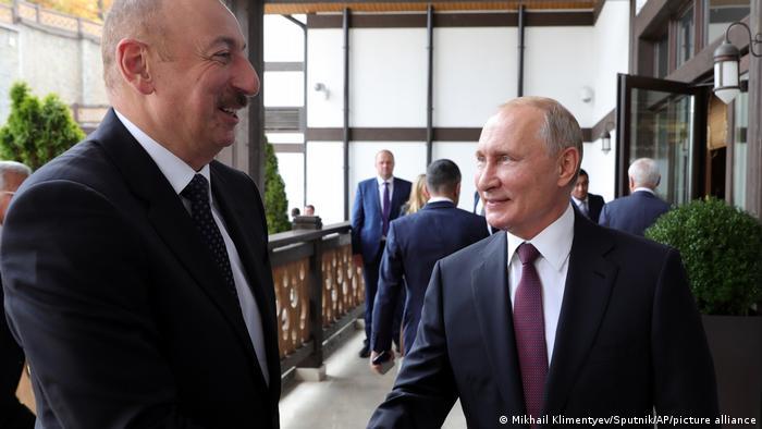Putin mit aserbaidschanischen Präsidenten Ilham Aliyev (Archiv)