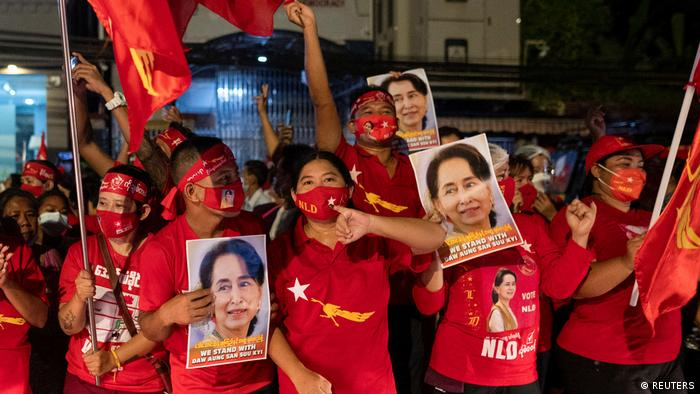 Die Anhänger von Suu Kyi feiern schon seit Tagen den Wahlsieg der Nationale Liga für Demokratie (NLD) (Foto: REUTERS)