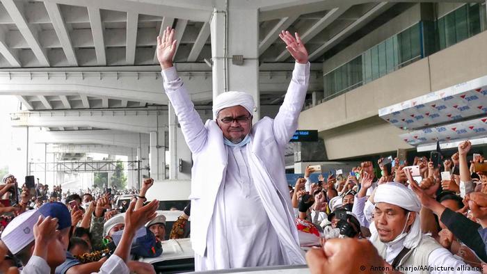 Sekretaris Umum FPI Munarman sebut bahwa Rizieq Shihab sudah diintai sejak kepulangan dari Arab Saudi 10 Novemember 2020 lalu.