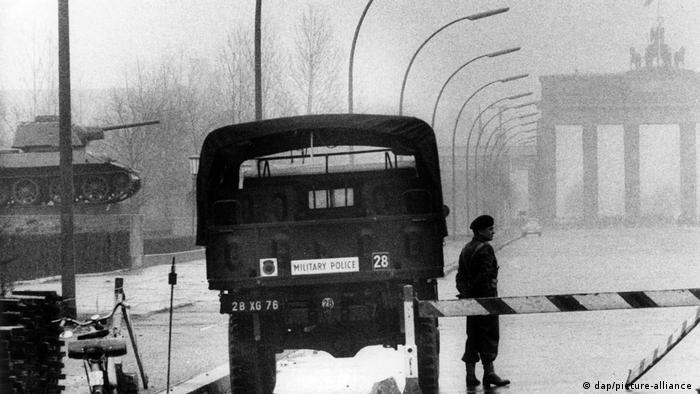Deutschland Geschichte l Sowjetische Ehrenmal in Berlin 1961, britische Besatzung