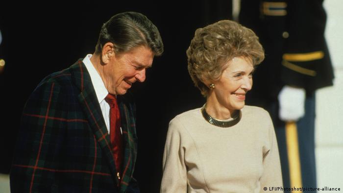 تصویری از نانسی ریگان و همسرش رونالد ریگان در کاخ سفید