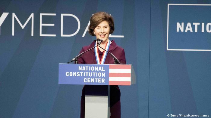 لورا بوش همسر جرج دبلیو بوش، چهل و سومین رئیس جمهور آمریکا و بانوی اول آمریکا از سال ۲۰۰۱ تا ۲۰۰۹ بود. او چندین سال به عنوان معلم دبستان و کتابدار کودکان کار کرد. او و همسرش دو فرزند دختر دوقلو به نامهای جنا و باربارا دارند. لورا بوش دارای مدرک کارشناسی ارشد در رشته کتابداری از دانشگاه تگزاس در آستین است.