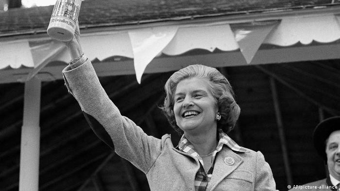 الیزابت بتی فورد همسر جرالد فورد، سی و هشتمین رئیسجمهور ایالات متحده آمریکا و بانوی اول ایالات متحده بین سالهای ۱۹۷۴ تا ۱۹۷۷ بود. او در جوانی در رشته رقص تحصیل کرد و خود نیز به عنوان معلم رقص فعالیت داشت. الیزابت فورد در ژوئیه ۲۰۱۱ در سن ۹۲ سالگی درگذشت.