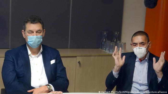 Corona Impfstoff l CEO von Pfizer, Albert Bourla und CEO von BioNTech, Ugur Sahin