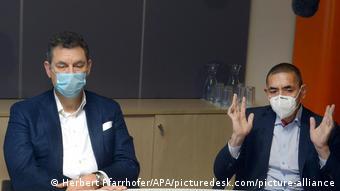 Οι επικεφαλής των Pfizer και Biontech Άλμπερτ Μπουρλά και Ουζ Σαχίν