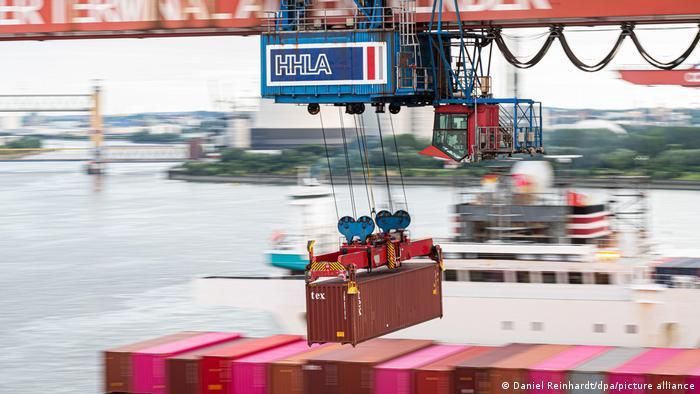 Deutschland | Containerbrücke im Hamburger Hafen