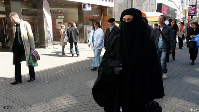 Vollverschleierte Frau in Köln