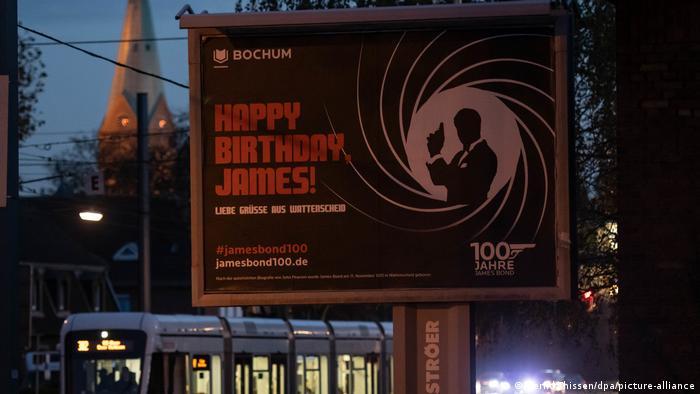 Поздравительный плакат к 100-летию Джеймса Бонда в Ваттеншайде