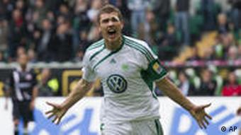 Wolfsburgs Edin Dzeko in Jubelpose (Foto: AP)
