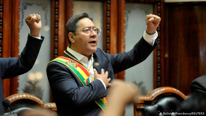 Luis Arce, presidente de Bolivia, juramenta su cargo. (8.11.2020).