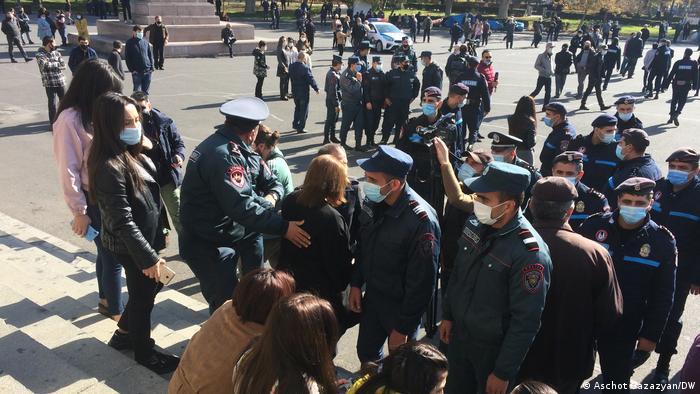 Ermenistan'da Başbakan Paşinyan'a yönelik protestolar sürüyor