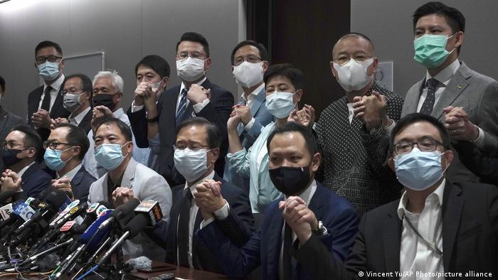 Депутаты Законодательного совета Гонконга, которые объявили об отставке