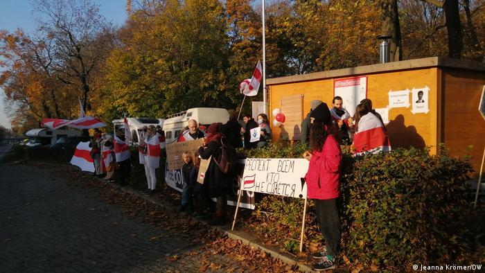 Der Bauwagen ist Treffpunkt für Aktivisten, die die Proteste in Belarus unterstützen