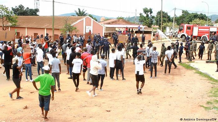Angola Ndalatando  Polizeigewalt gegen Demonstration