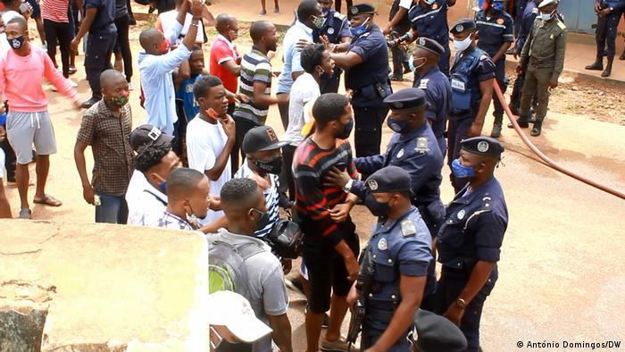 Repressão de protestos manchou Dia da Independência de Angola