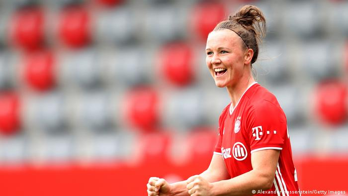 Marina Hegering in action for Bayern Munich