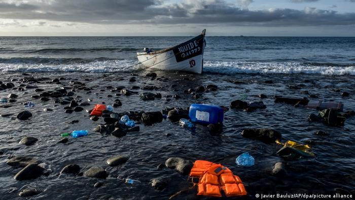 قارب مهاجرين عند جزر الكناري الإسبانية (17/10/2020)
