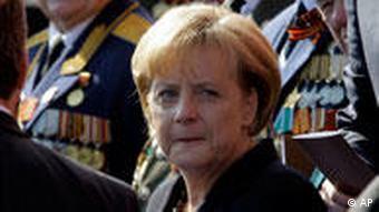 Militärparade in Moskau Russland 65. Jahrestag des Sieges über Hitler-Deutschland Angela Merkel