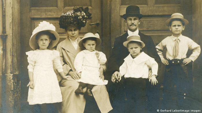 A family photo from around 1920