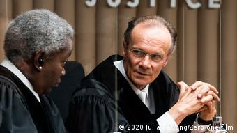 Schauspieler Edgar Selge in Richter-Gardrobe ( zero one film/Julia Terjung)