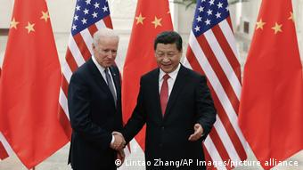 Джо Байден и Си Цзиньпин во время встречи в Пекине в 2013 году