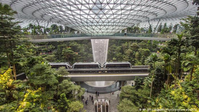 Singapura galakkan penanaman di gedung-gedung