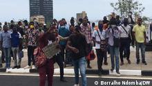 Angola I Demonstranten protestieren gegen COVID-19-Maßnahmen in Luanda