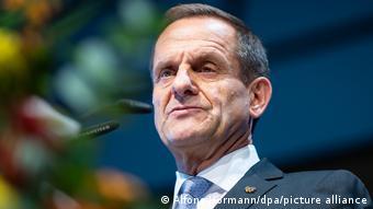 DOSB-Chef Alfons Hörmann setzt für die Sportler-Impfungen auf das Frühjahr