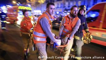 130 οι νεκροί. Η πιο αιματηρή επίθεση στη Γαλλία μετά από τον Β΄Παγκόσμιο Πόλεμο