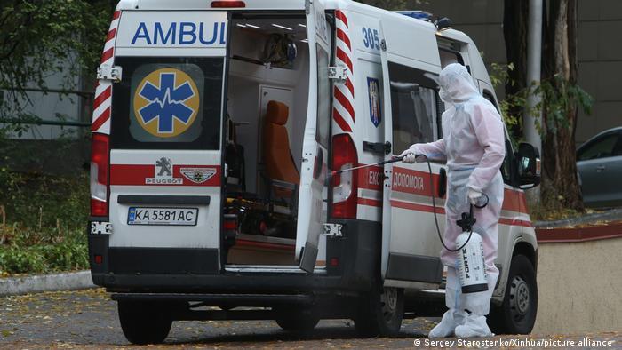 Під час пандемії коронавірусу в Україні з діагнозом COVID-19 померло понад 10 тисяч осіб