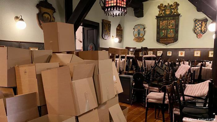 The Kurpfalz Weinstuben restaurant full of takeaway boxes
